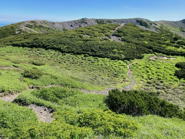 羊蹄山山頂のアースハンモック
